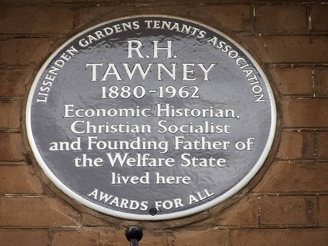 R. H. Tawney blue plaque - R. H. Tawney 1880-1962 economic historian, Christian Socialist and founding father of the welfare state lived here