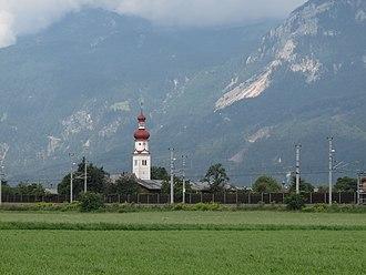 Radfeld - Image: Radfeld, dorpspanorama met kerktoren foto 1 2012 08 09 10.22