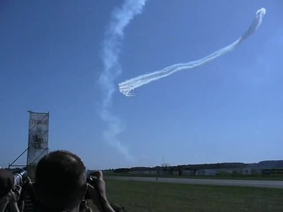 Plik:Radom Air Show 2009 Red Arrows 1.ogv