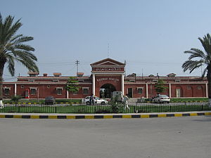 Railway station of Faisalabad.JPG