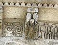 Reich geschmückt, die romanische Apsis (12. Jahrhundert) der Kirche Saint-Vivien-de-Medoc. 11.jpg