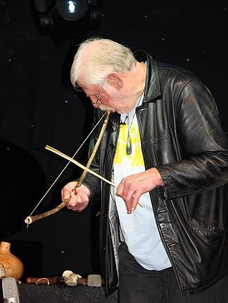 Musical bow - Richard Nunns playing a Māori musical bow