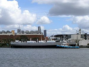 Riverside OFL on the Brisbane River in March 2008.jpg