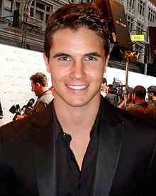 Description de l'image  Robbie Amell.jpg.