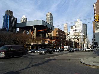 Roosevelt Island Tramway - The Roosevelt Island Tramway's Manhattan entrance