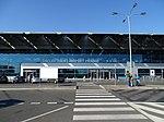 Ruzyně, terminál 2, parkoviště P2, přechod.jpg