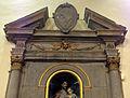 S.niccolò, calenzano, int., stemma su altare laterale.JPG