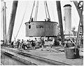 Salle de contrôle d'une installation navale de 381 mm prête à être expédiée sur un navire auxiliaire - Pozzuoli - Médiathèque de l'architecture et du patrimoine - AP62T131488.jpg