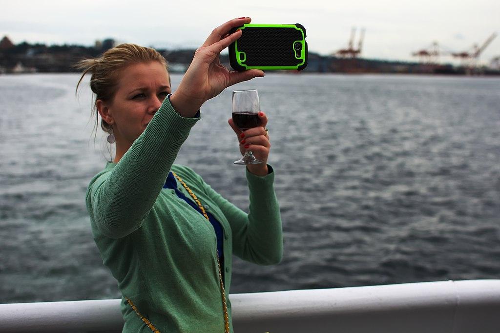 """Forscherinnen warnen vor neuen """"Selfie-Krankheiten"""""""