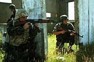 Serbian infantryman and Bulgarian rifleman.jpg