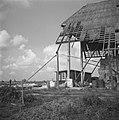 Serie Wieringermeer. Vernielde schuur met noodwoning., Bestanddeelnr 901-9014.jpg