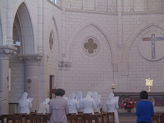Servants of the Blessed Sacrament - Sisters in their chapel of Paris.