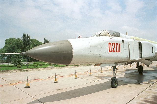 F8 Finback - Trumpeter - 1/72 640px-Shenyang_J-8B%28w%29
