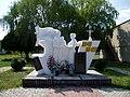 Shepel Lutskyi Volynska-brotherly grave of soviet warriors-general view.jpg