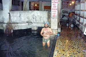 Manikaran - Sikh man bathing at Manikaran hot springs