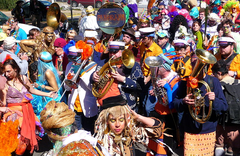 File:St. Anthony Parade at Mardi Gras Panorama Band 2010.jpg