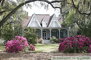 English: Front view - St. Francisville Inn, a ...