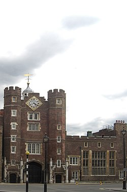 St James's Palace, Pall Mall, gatehouse 2665083660c.jpg