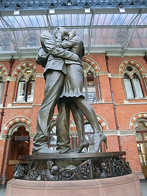 St Pancras Station London - panoramio (4).jpg