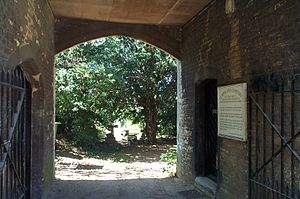 St Sepulchre's Cemetery - The entrance to St Sepulchre's Cemetery.