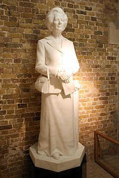 Statue of Margaret Thatcher, Guildhall, London.jpg