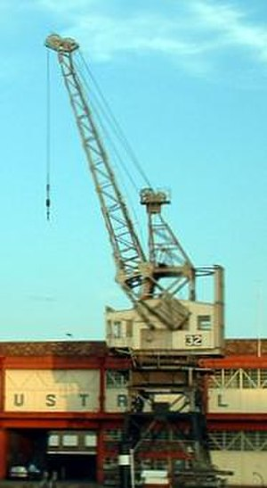 Level luffing crane - Image: Stothert & Pitt dockside crane with Toplis luffing gear