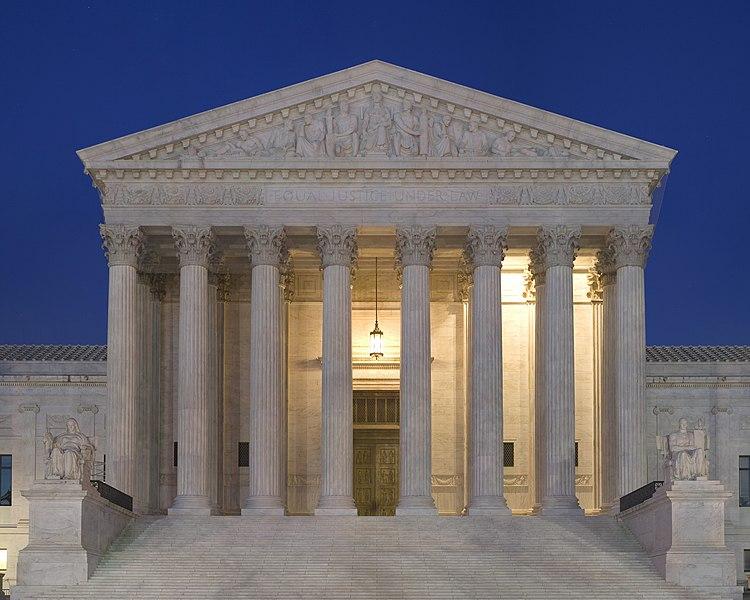 Fichier:Supreme Court Front Dusk.jpg