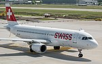 Swiss International Airlines A320 HB-IJP at LSZH (27231608602).jpg