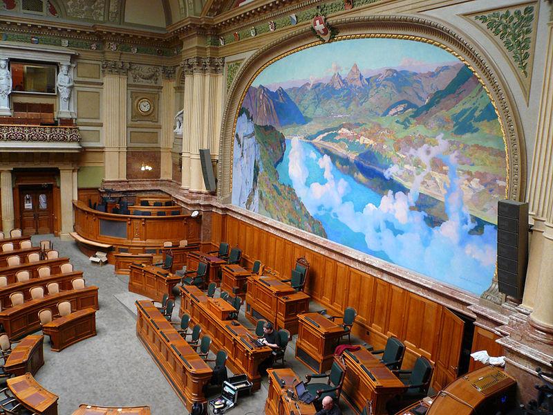 Правый политик предложил запретить гражданам с двумя паспортами избираться в Парламент Швейцарии