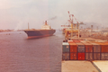 TS Hamburg Express im Hafen von Kobe, Japan 1978.png