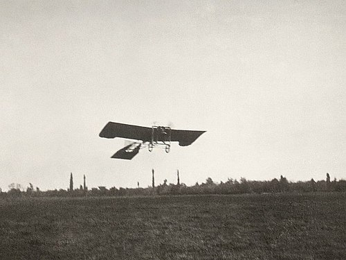 Takeoff of Ivan Sarić in 1910th - Archive of Aeronautical Museum.jpg