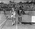 Tennis Noordwijk. Maureen Connolly (rechts) en Doris Hart (links), Bestanddeelnr 905-8200.jpg