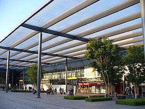 Heathrow Terminal 3 - Entrance to the departures area at Terminal 3