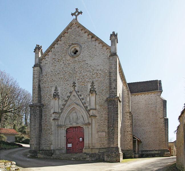 Façade de l'église de Tharoiseau
