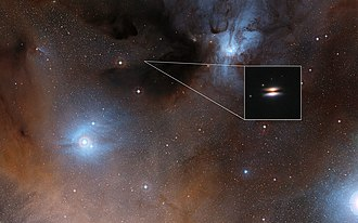 Rho Ophiuchi cloud complex - Image: The Flying Saucer protoplanetary disc around 2MASS J16281370 2431391
