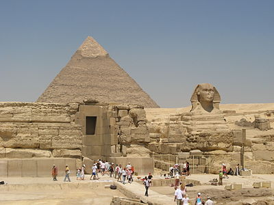 The Sphinx and Pyramid of Khafre (8838365561).jpg