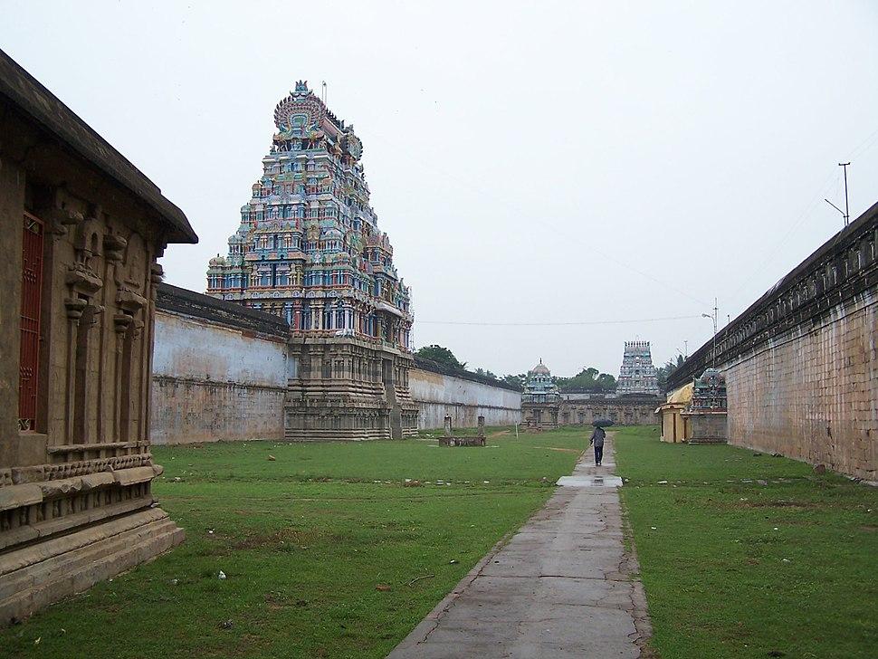 Thiruvarur-Temple-Outer-Praharam