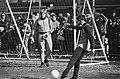 Training Ajax in verband met wedstrijd tegen PSV. 17 Johan Cruijff en Piet Schri, Bestanddeelnr 932-1060.jpg