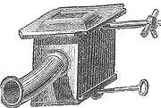 Tuyère du XIXesiècle placée au centre du foyer pour l'alimenter en air