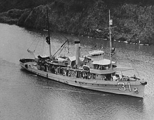USS Tern (AM-31) passing through the Panama Canal in the 1930s (NH 50843)