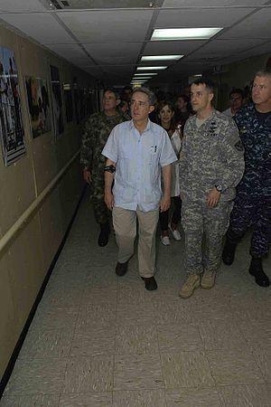 US Navy 090613-F-7923S-083 Colombian President Alvaro Uribe Velez tours the Military Sealift Command hospital ship USNS Comfort %28T-AH 20%29