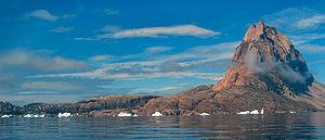 Uummannaq - Uummannaq (far left) dwarfed by Uummannaq mountain