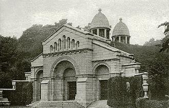 Vanderbilt family - Image: Vanderbilt Mausoleum (edit)