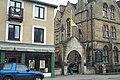 Vatican flag half-mast Oxford 20050403.jpg