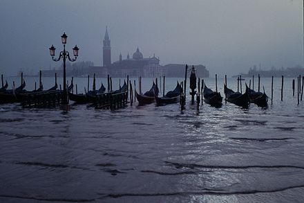 """Regular"" flooding in Venice, Italy. Venezia-Venice-Venedig-at-night JBU-02.JPG"