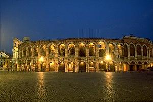 Amphitheater von Verona in der Dämmerung