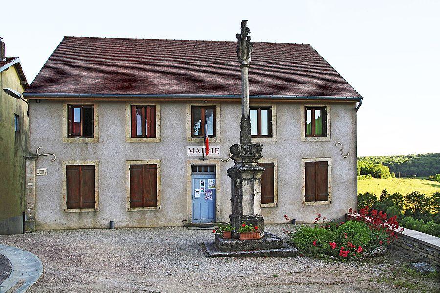 Mairie-école et croix du XVIe siècle à Villotte-Saint-Seine