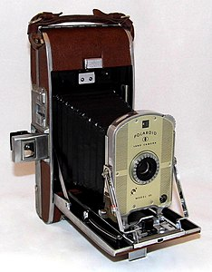 Vintage Polaroid Land Model 95 Instant Camera In Case, The First Polaroid Model, Made In USA, Circa 1948 - 1953 (35884494665).jpg