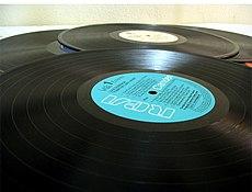 """Или приходилось ждать целый день, чтобы ночью записать музыку на катушечный магнитофон с радиоэфира  """"Голоса Америки """"..."""
