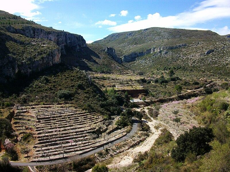 File:Vista del Pla de Petracos, Castell de Castells (Marina Alta, País Valencià).jpg